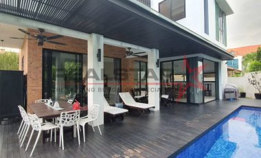 Tastefully Renovated Corner Bungalow Near King Albert Park MRT