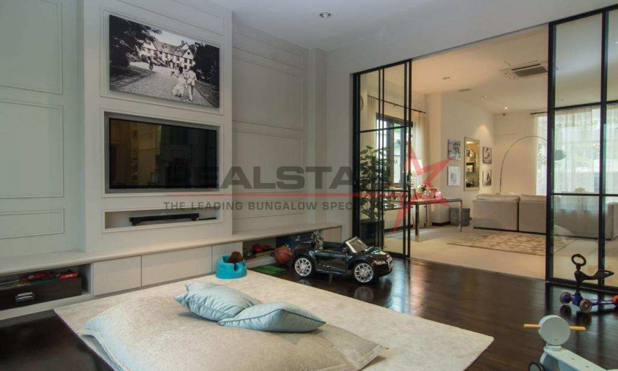 Modern And Elegant 3 Sty Bungalow @ Trevose Crescent / Berrima Rd