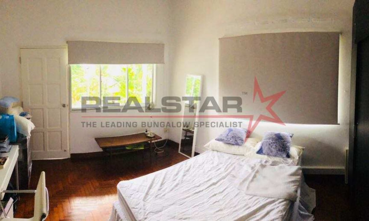 *Realstar* Semid For Redevelopment In Namly Ave/Grove/Cres/Sixth Ave