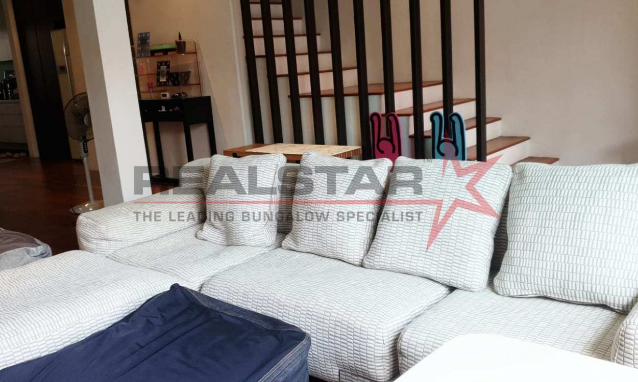 Well Renovated Terrace @ the heart of Keris Estate