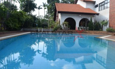 CHARMING GCB@ EWART PARK @ HOLLAND / Bt TIMIAH W GARDEN & POOL