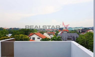NEW LIST ! 5 MINS WALK TO MRT, ALMOST NEW 3. 5 STY SEMI-D @ WATTEN ESTATE