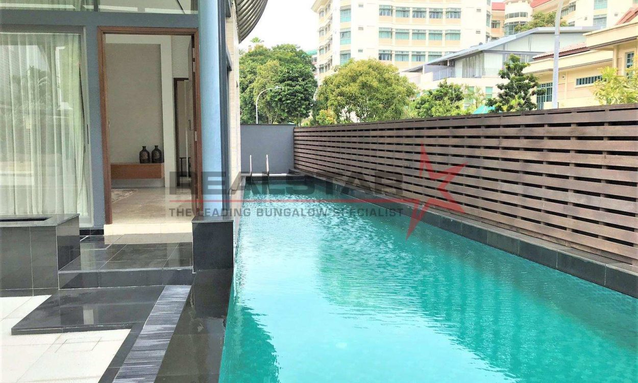 BARKER ROAD Well Renovated Semi-Detached 1km ACS