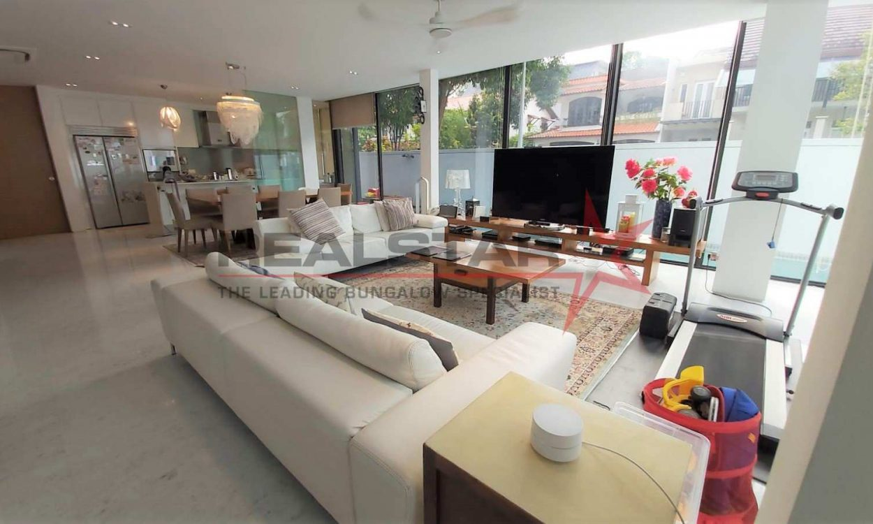 Almost New! 2. 5 Storey Corner Terrace @ Capitol Park With Good Facing!